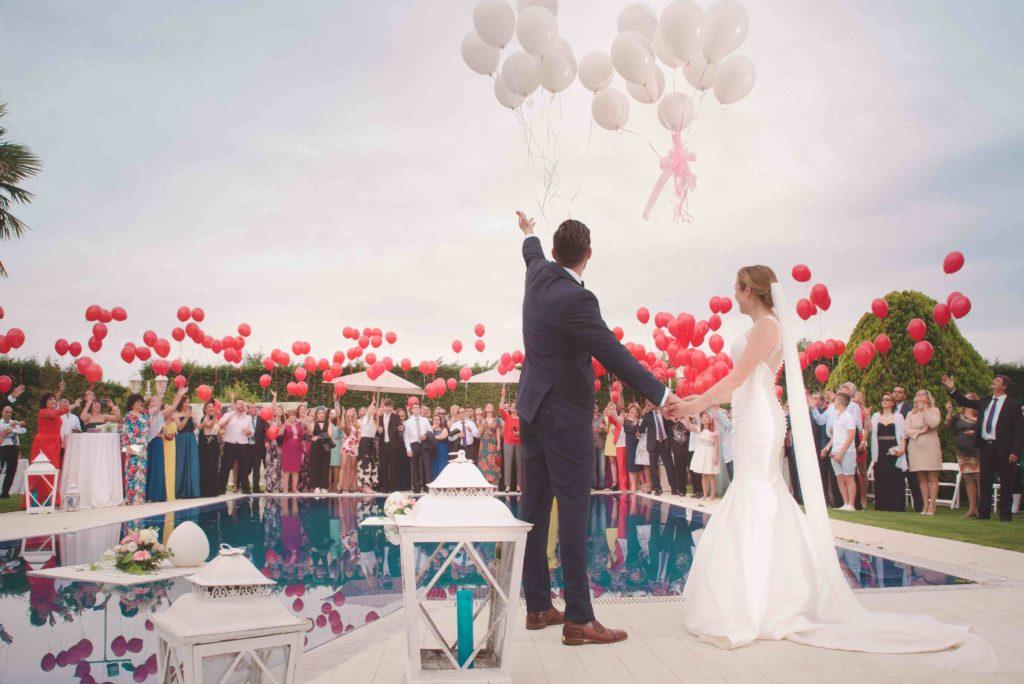Die Liebesballons sind ein sehr schöner Hochzeitsbrauch